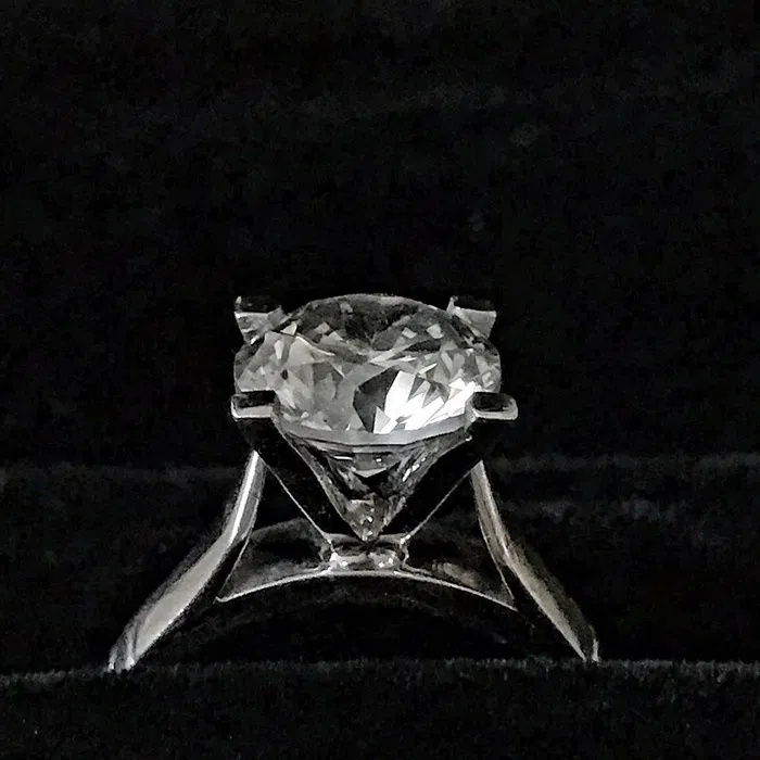 Oniks Engagement Ring